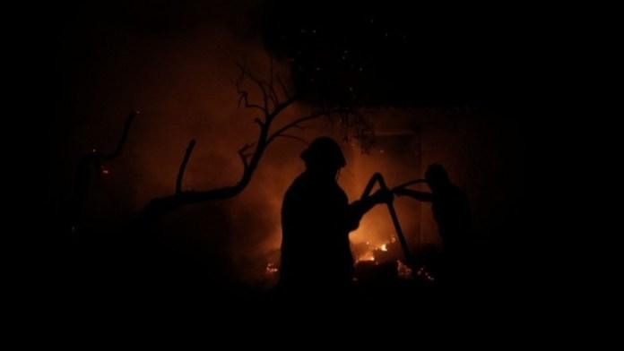 Ανεξέλεγκτη-η-φωτιά-στην-Εύβοια:-Σε-πύρινο-κλοιό-Ελληνικά,-Βασιλικά,-Ψαροπούλι-Νέα-εντολή-εκκένωσης-για-οικισμούς