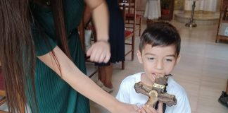 ΤΟΥ-ΣΤΑΥΡΟΥ-δέος-στην-Εκκλησία!-Ο-μικρός-Βασίλης-ήρθε-από-Θεσσαλονίκη-για-το-Σταυρό-του-Αγίου-Ιούδα-Θαδδαίου