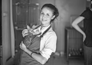 volunteer woman and cat for kitty's sake