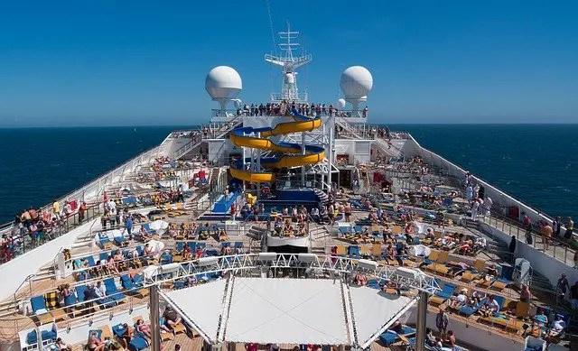 Fellesarealet om bord på et cruiseskip