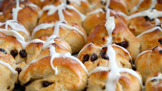 Hot Cross Buns Featured
