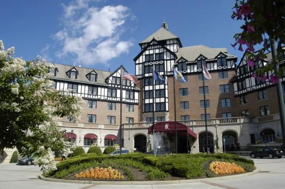 Hotel_Roanoke_Front_Entrance