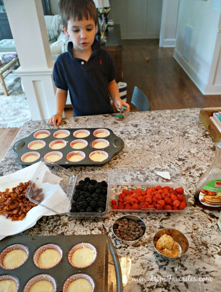 Busy mornings made easy with Quaker Real Medleys Granola and Yogurt Blend and a freezer-friendly pancake muffins recipe!