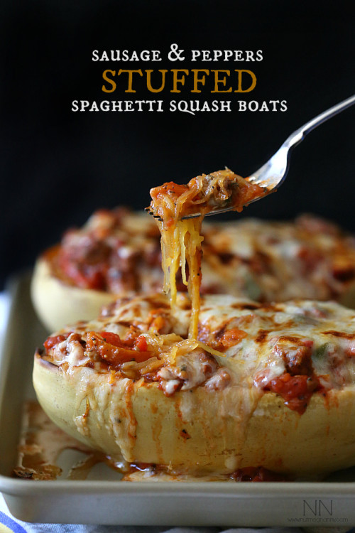 Do you know how to cook spaghetti squash? Here's the perfect way to cook spaghetti for those that are gluten free!  Plus, 10 great dinner recipes featuring Spaghetti Squash.