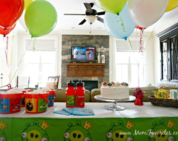 Want to pull of a fun Angry Birds Movie Night Party? Here's your movie night party plan - from Angry Birds themed pizza, Angry Birds Scavenger Hunt, decor and more!