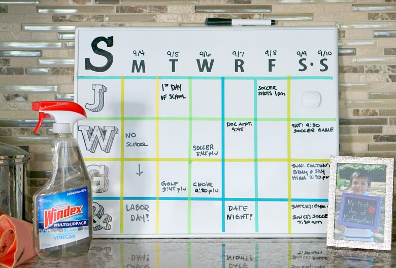 Never miss an important event again with this easy to make DIYDry Erase Board Weekly Family Activity Planner! It's the perfect organizational solution, especially for large families!