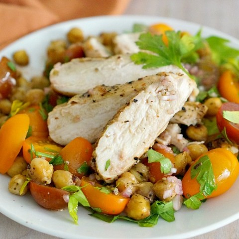 Sweet tomatoes, fresh parsley, roasted garbanzo beans and Greek-spiced grilled chicken, yes please! Tons of flavor and healthy ingredients make this salad a hearty meal perfect for weeknight dinners or weekend lunches.