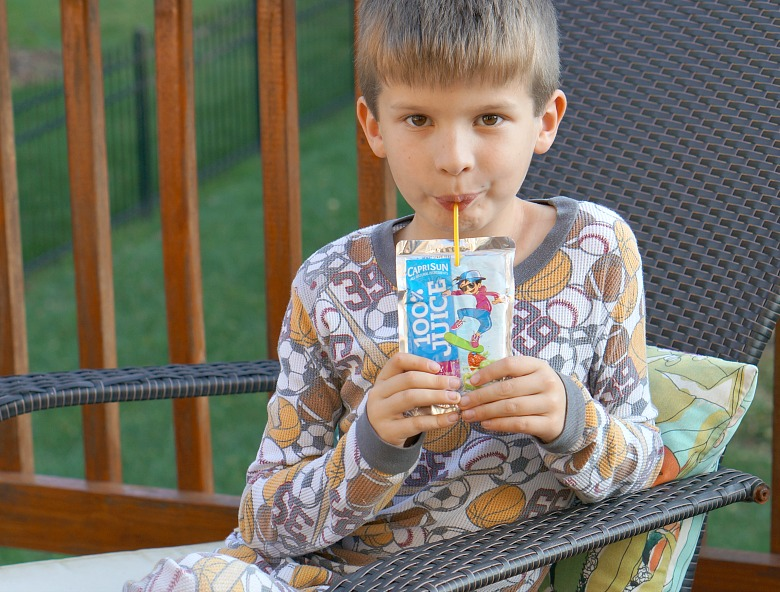 We're getting outdoors to discover autumn's natural beauty with a fall color scavenger hunt! This activity is inspired by the vibrant flavors in the new Capri Sun varieties.