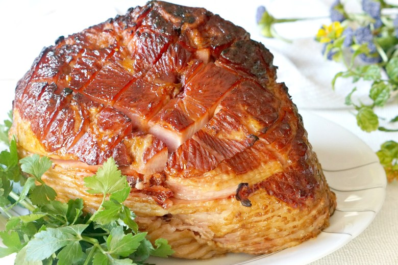 An easy Easter ham recipe gets a gourmet makeover with one of these 5 incredibly easy and super delicious glazes.Which one will you pick?