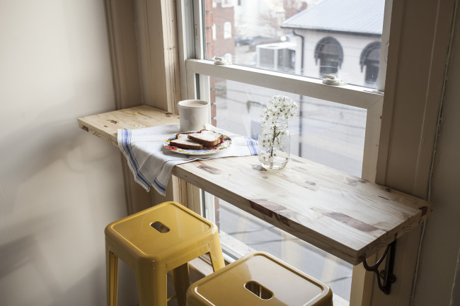 DIY Breakfast Nook
