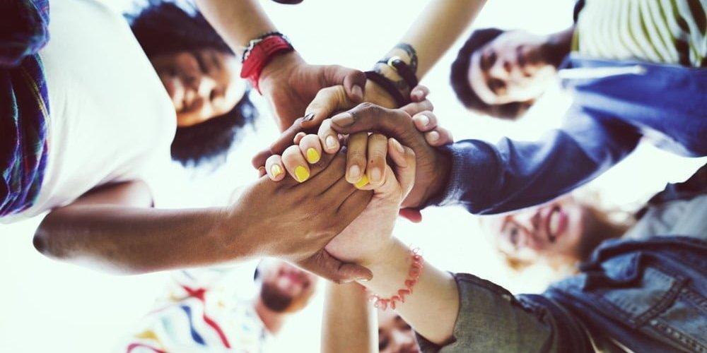 Lewis: «La amistad puede ser una escuela de virtud o una escuela de vicio»