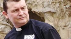 Persiguen a sacerdote por criticar «orgullo gay» en España