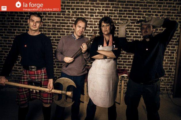 Cliché des membres de l'équipe de la Forge en forgerons lors de l'inauguration de l'espace de coworking