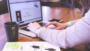 Utilisez le web pour chercher un emploi pendant l'été et suivre vos candidatures