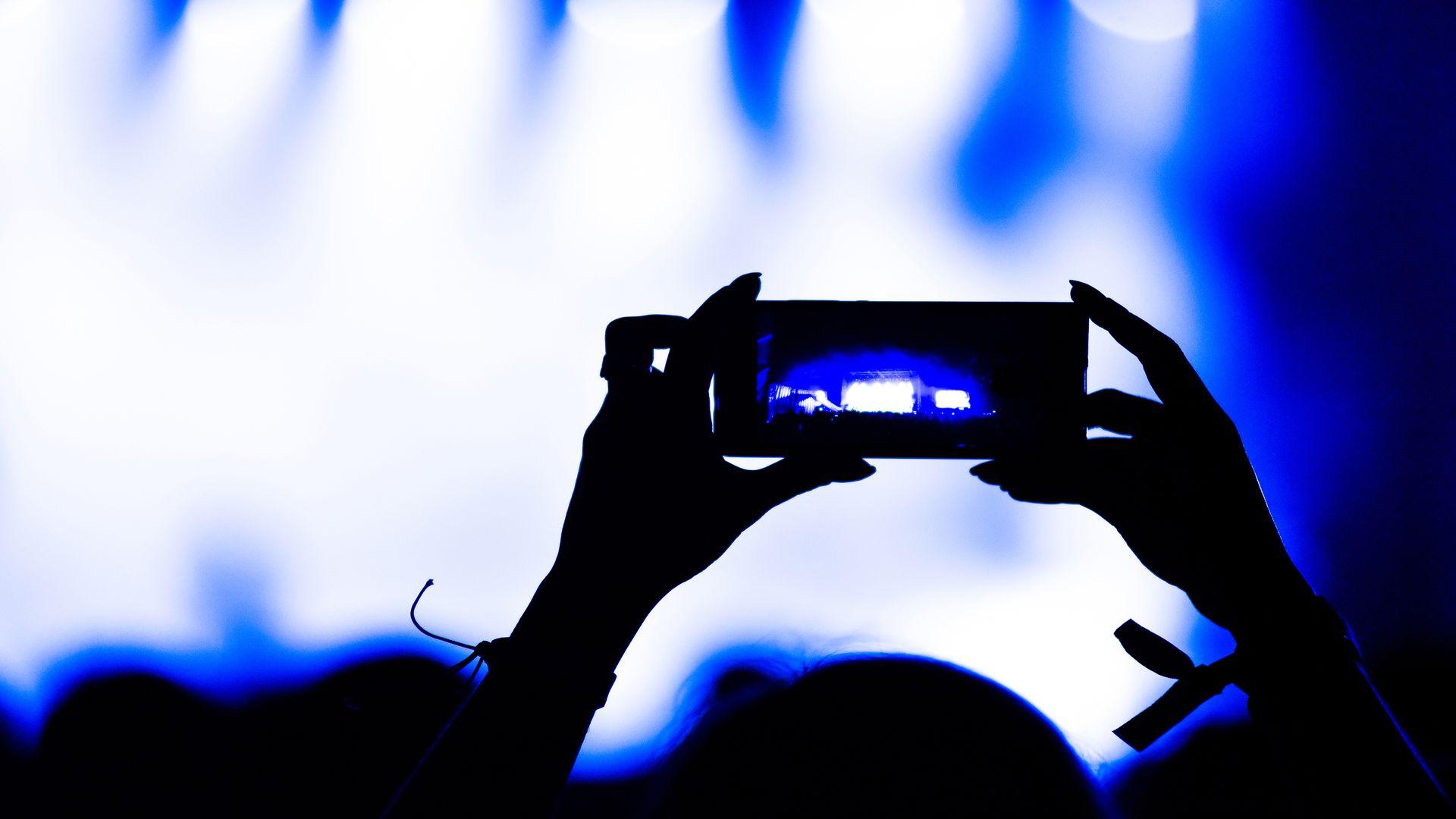 Faire des films avec sin Iphone grâce à l'organisme de formation continue : Formations Vidéo et Montage by AbraCaméra, formation audiovisuelle près de Bordeaux, Gironde , Nouvelle-Aquitaine, France et en visio.