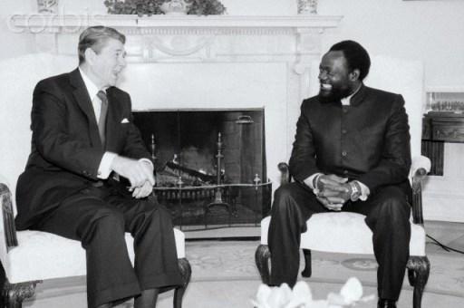 1986. Ronald Reagan e Jonas Savimbi nello Studio Ovale © Bettmann/CORBIS