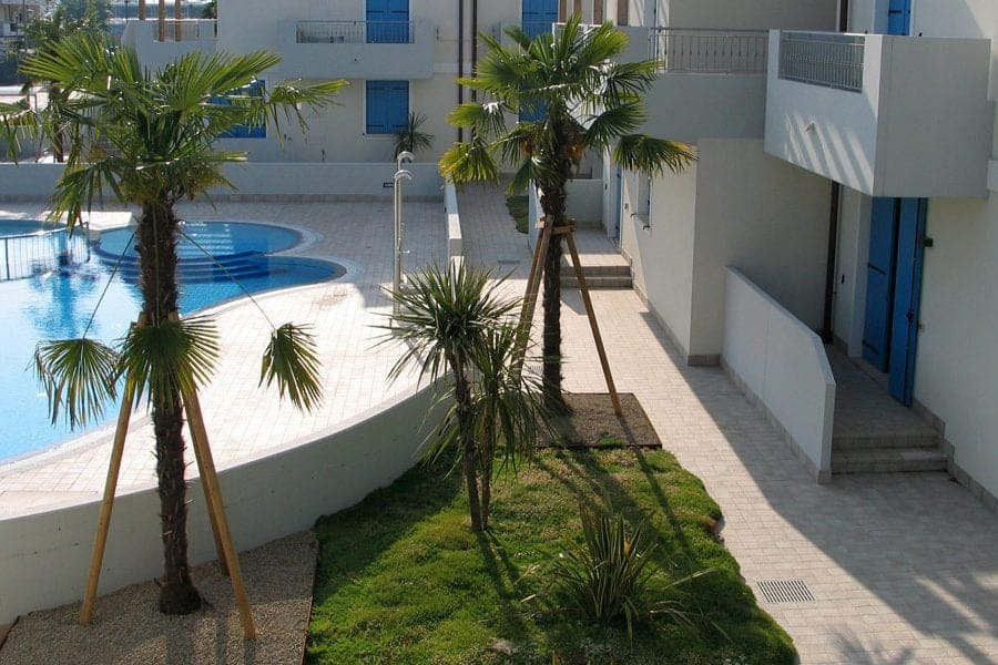 roof-garden-sedum-residence-jumping-jets-fountain-pool-decorative-water-features-manuntenzione-fontane--900x600
