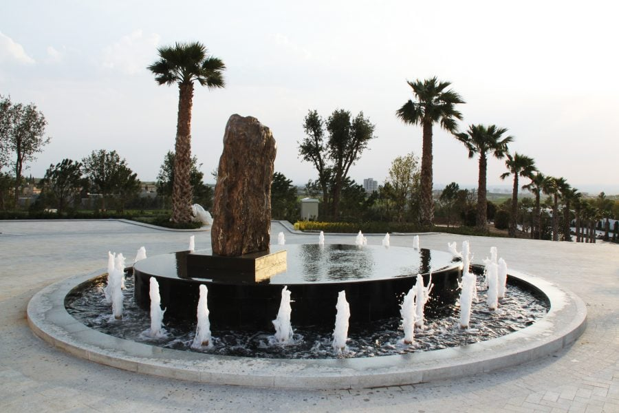 Round-about-fountain-kish-fontana-raso-schermo-d-acqua-infinity-pool-dancing-fountain-jumping-Jets-water-feautures-3-900x600
