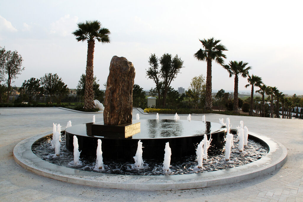 Round-about-fountain-kish-fontana-raso-schermo-d-acqua-infinity-pool-dancing-fountain-jumping-Jets-water-feautures-3-1024x683