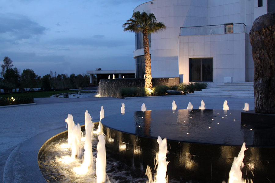 Round-about-fountain-kish-fontana-raso-schermo-d-acqua-infinity-pool-dancing-fountain-jumping-Jets-water-feautures-4-900x600