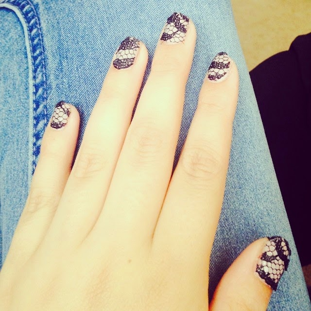 NAILS OF THE WEEK // BLACK LACE - Formidable Joy
