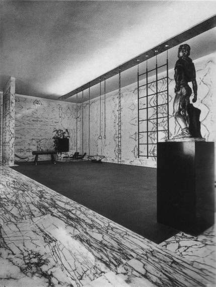La palestra venne commissionata dal Duce e proggettata nel 1936 da Luigi moretti