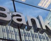 «Μαχαίρι» 50% στα τραπεζικά καταστήματα