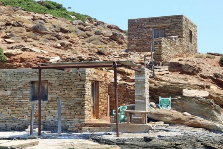 Ποιοί χτίζουν σπίτια στη Μακρόνησο;
