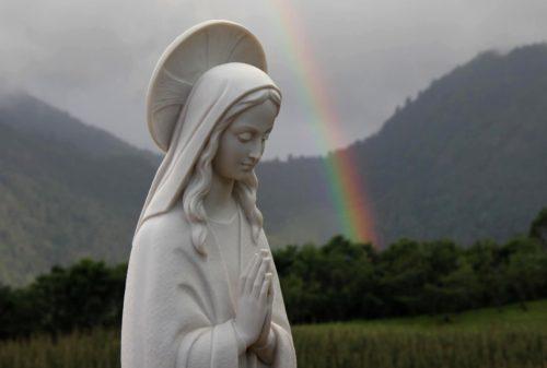 estatua de la virgen maria blanca
