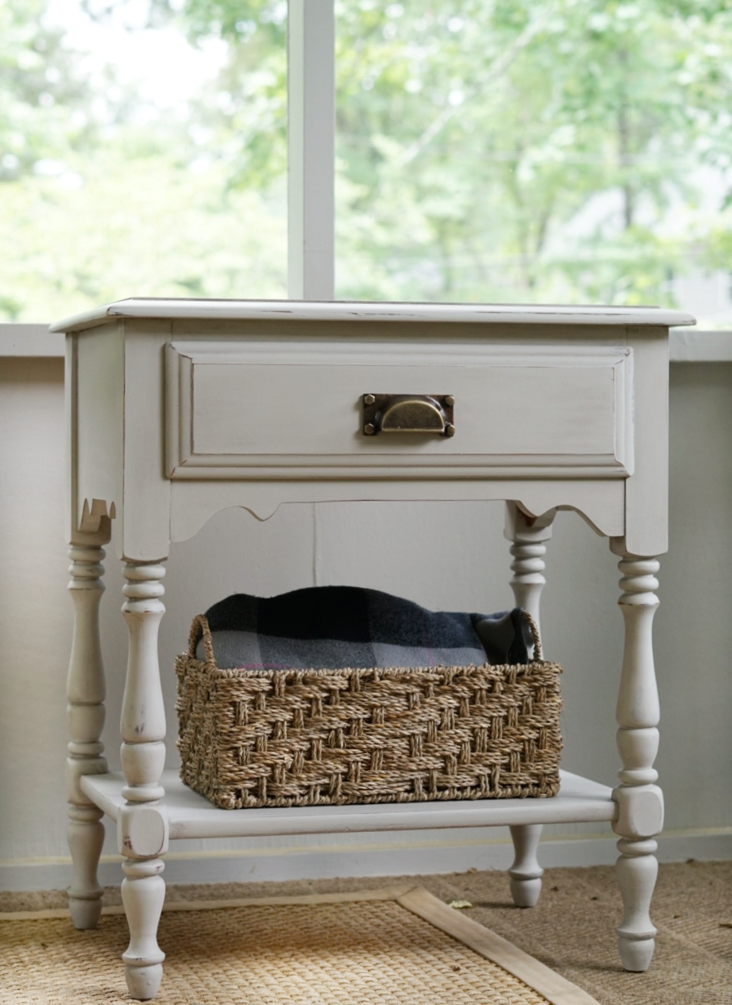 Aging Furniture using Antiquing Dust   DIY - Forrester Home