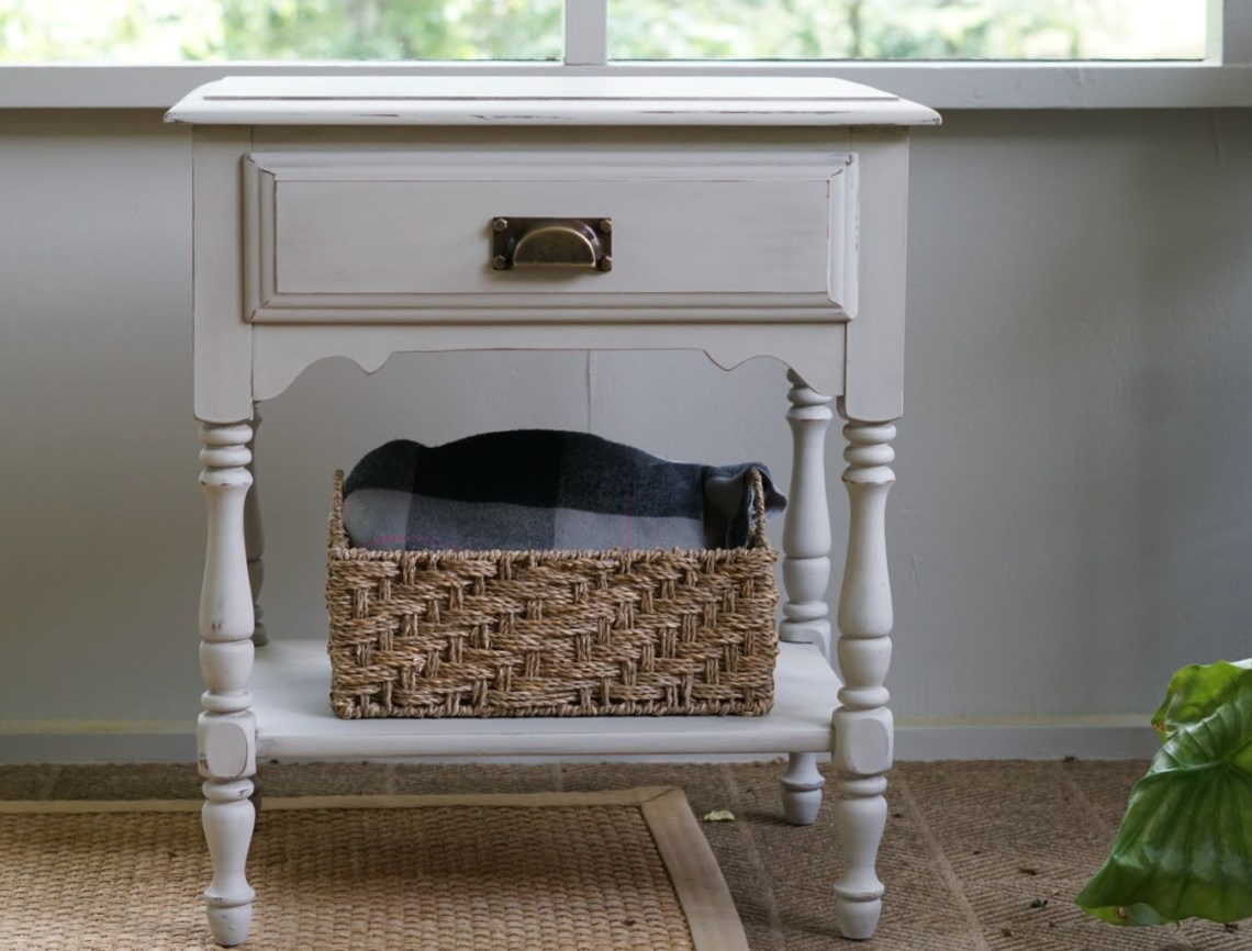 Aging Furniture with Antiquing Dust