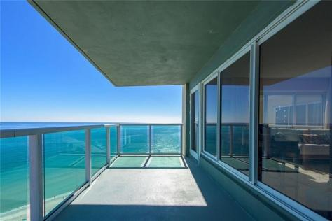 View 2 Bedroom Fort Lauderdale Oceanfront Condo Recently Sold / Zip 33308