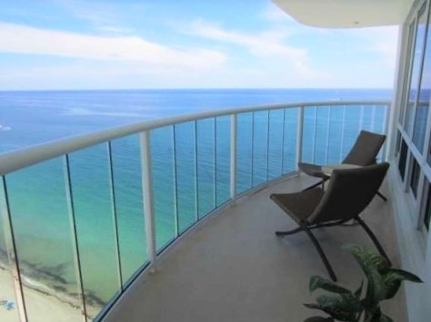 View 2 bedroom Galt Ocean Mile condo recently sold Southpoint