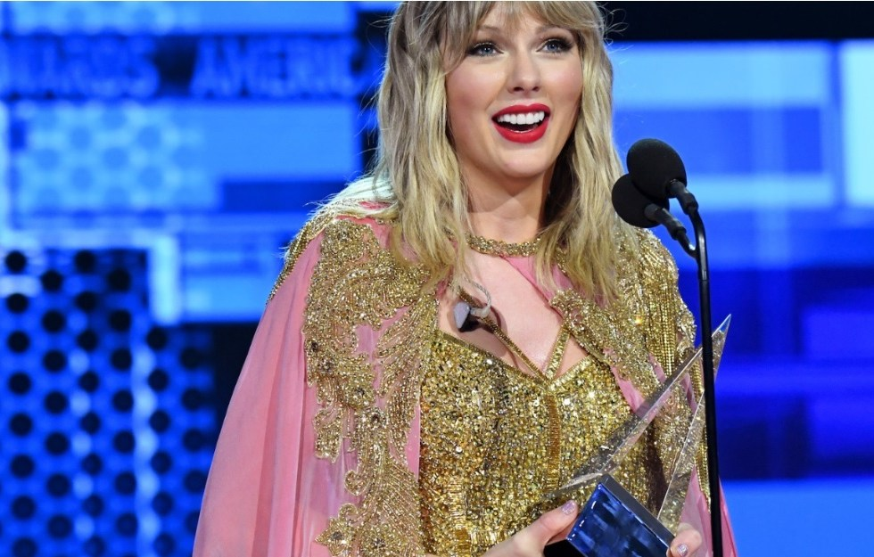 Taylor Swift collected the award for Artist Of The Decade at the American Music Awards 2019