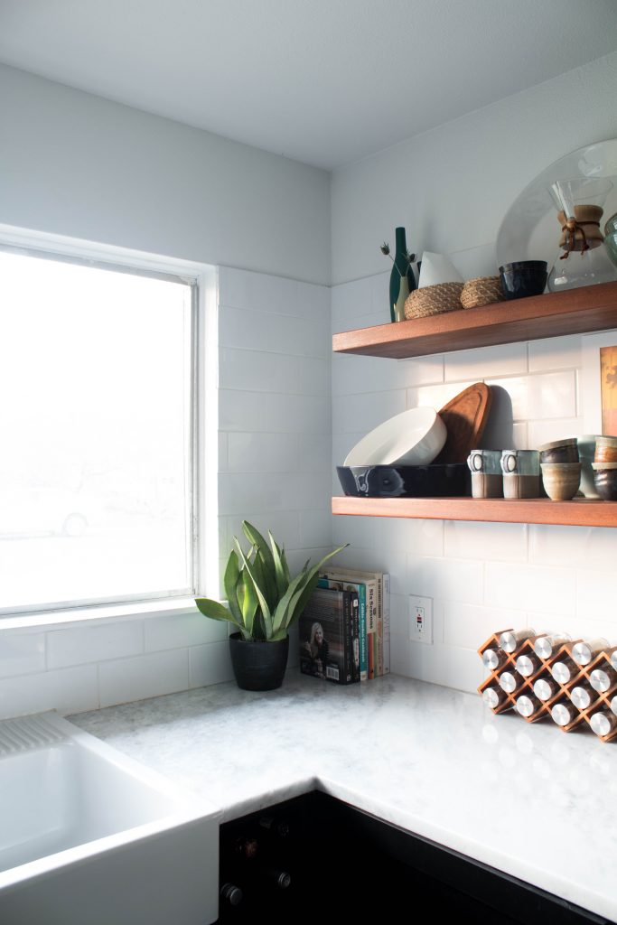 bohemian open kitchen shelving and marble kitchen countertops // via fortheindoorsy.com