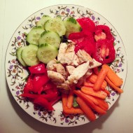 Baby Spinach with Chicken, Cucumber, Tomato, Red Pepper, and Carrots