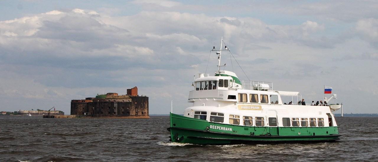 Открыт сезон морских прогулок по фортам Кронштадте на пароме Рипербан