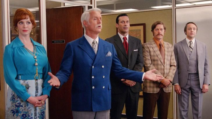 Roger Sterling hält seine Dankesrede: Christina Hendricks, John Slattery, Jon Hamm , Kevin Rahm und Vincent Kartheiser; Foto: Lionsgate TV