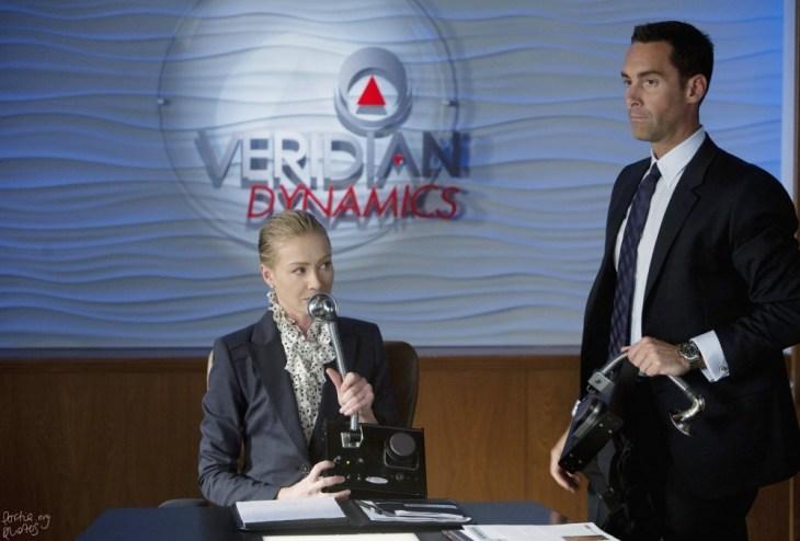 Veronica und Ted testen eine neue Erfindung: einen Simultanübersetzer, eine der eher friedlicheren Erfindungen... ; Foto: ABC