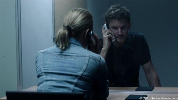 """""""Geh einfach scheißen."""" Toni (David Oberkogler) und Helga (Kristina Bangert) am Scheideweg."""