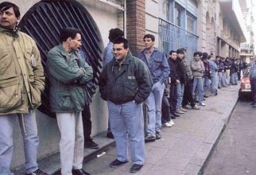Más del 50% de los argentinos tiene problemas de empleo