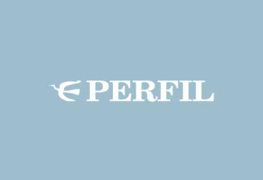 Thomas Griesa sacude a Cristina Fernández de Kirchner de los talones en una caricatura de The Economist.