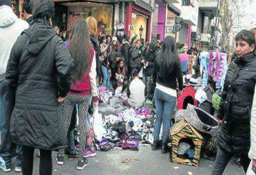 Vuelve a subir la venta ilegal callejera en Ciudad