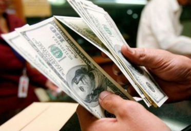 El dólar abre debajo de los $ 43