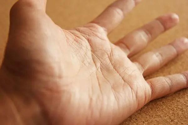 手相の見方で右手と左手の違いを徹底解説!