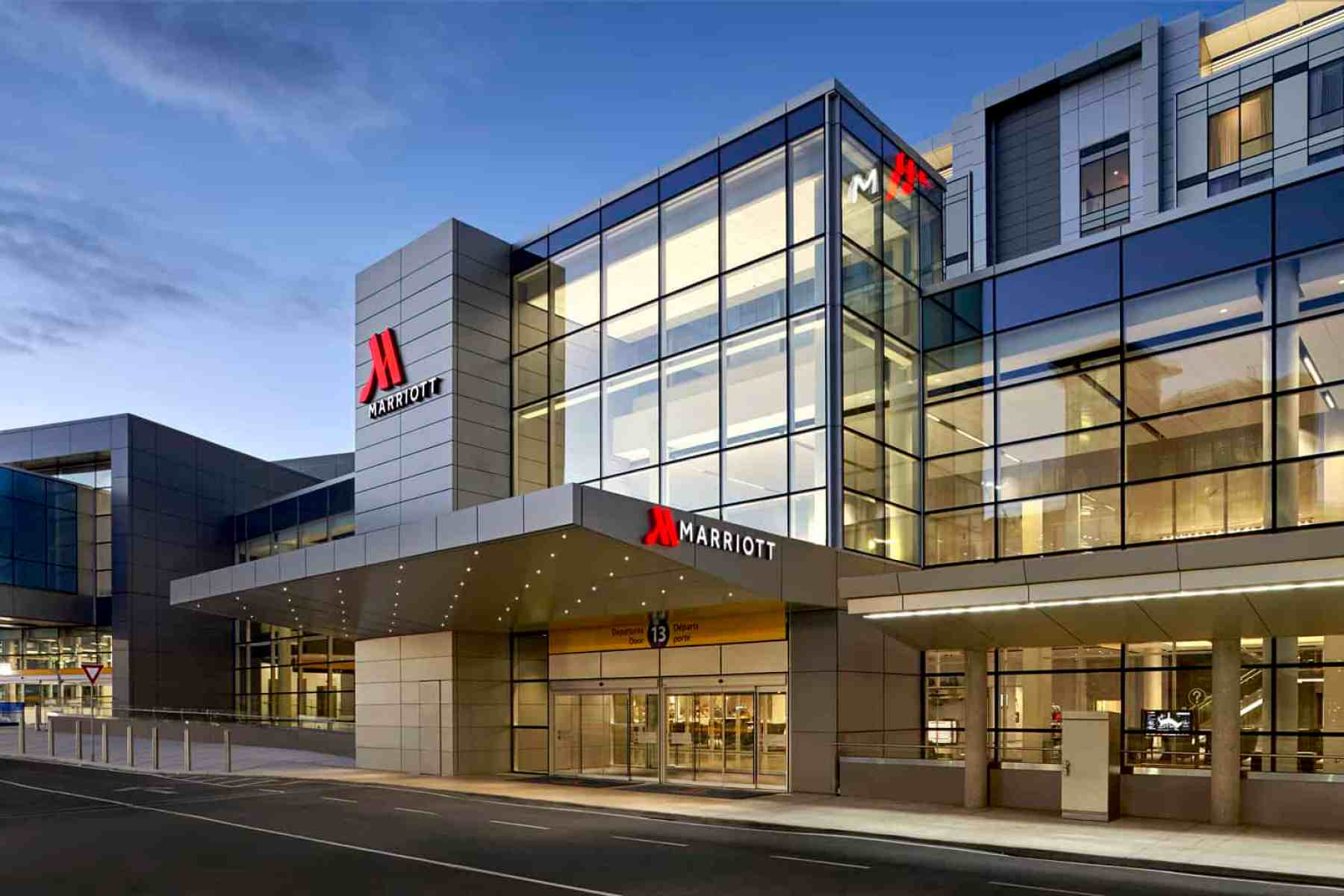marriott calgary airport in terminal hotel