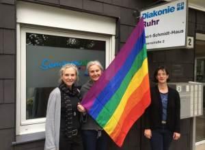 Bochumer Seniorenbuero mit Regenbogenflagge