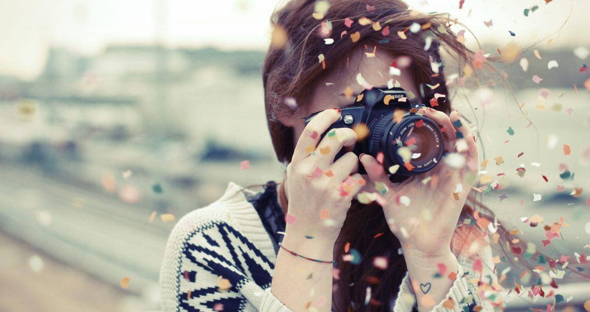 Frau mit Fotoapparat