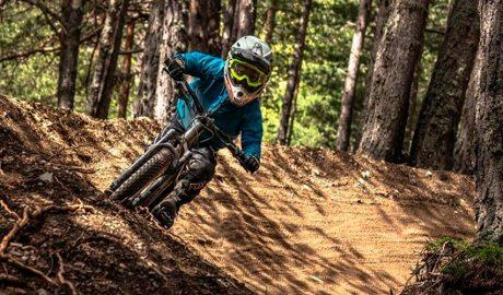 Un ciclista al Bike Park de Vallnord-Pal Arinsal