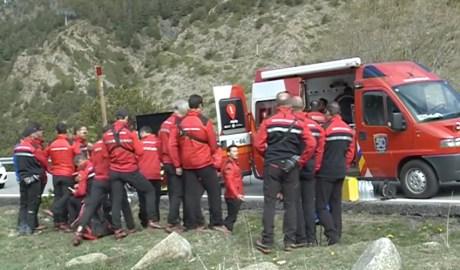 Els bombers en una intervenció al a muntanya